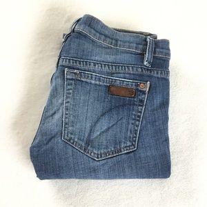 Distressed hem cropped blue jeans